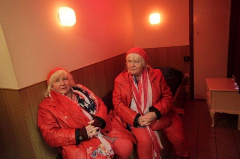 prostitutas escaparates amsterdam viejas prostitutas